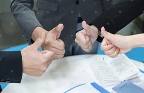 成功商务人士合作手势