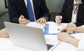 商务白领办公讨论会议记录资料