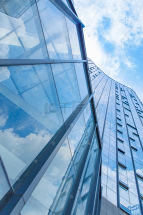 仰拍城市建筑玻璃高楼