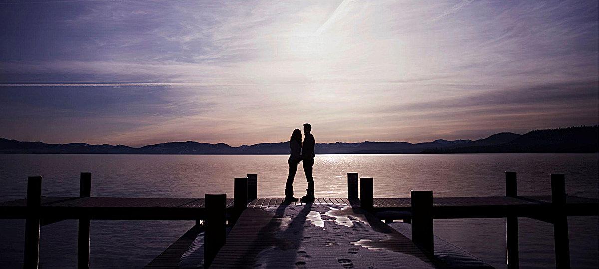 图片 > 【jpg】 水边的情侣  分类:自然/风景 类目:其他 格式:jpg