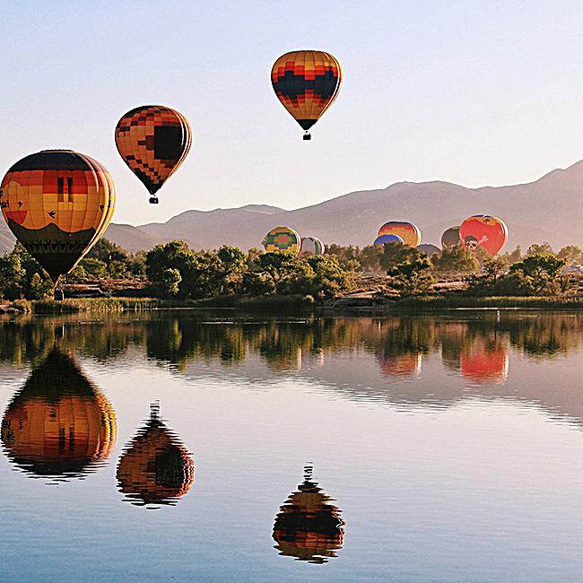 热气球风景背景