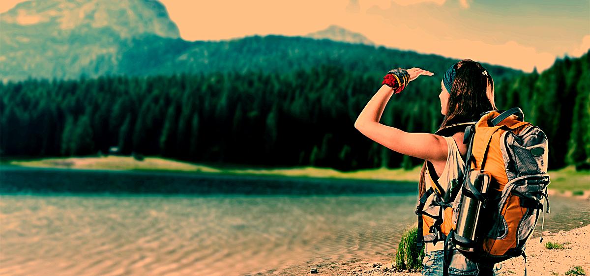 女孩旅行 树林 风景 了望背景 海报banner 摄影             此素材