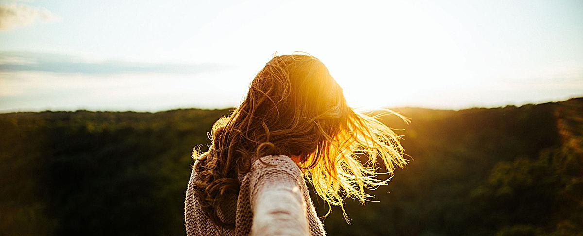 风景美女黄发背景