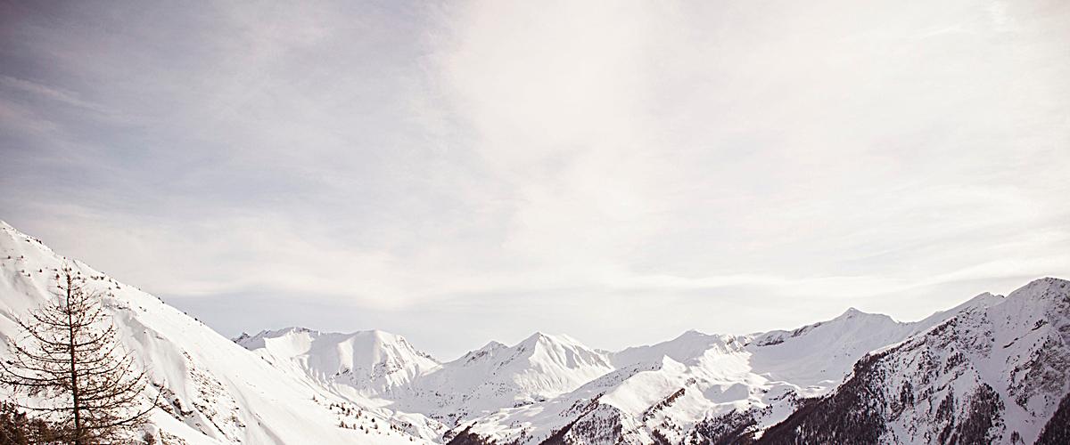 白色大气雪山banner背景jpg素材-90设计