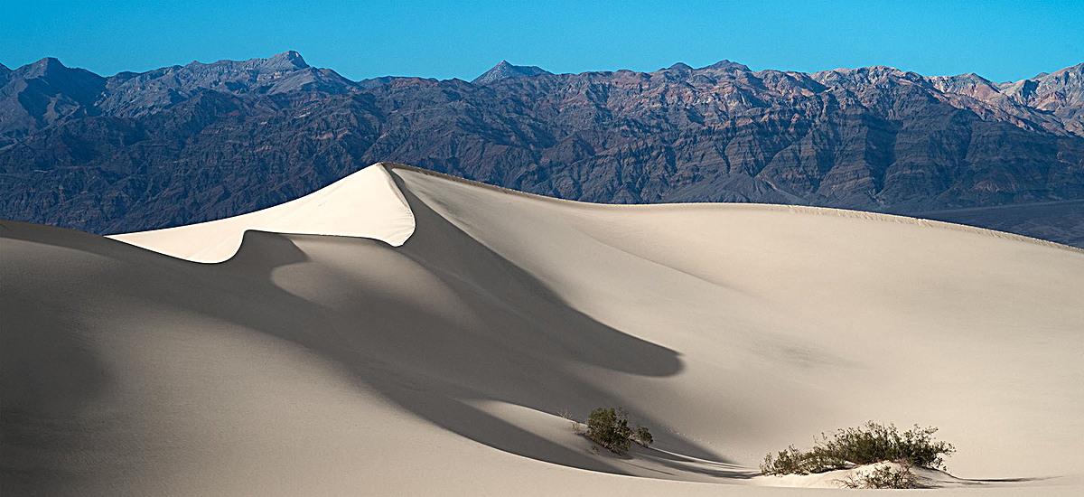 风景蓝天沙漠背景