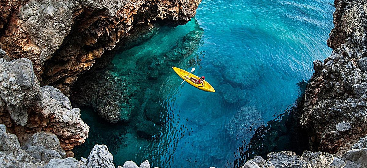 风景蓝色水石头背景
