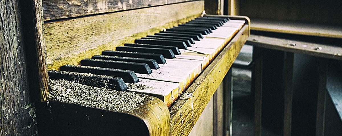 复古钢琴背景图片