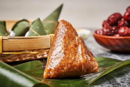 粽子端午肉粽端午节包粽子摄影图配图