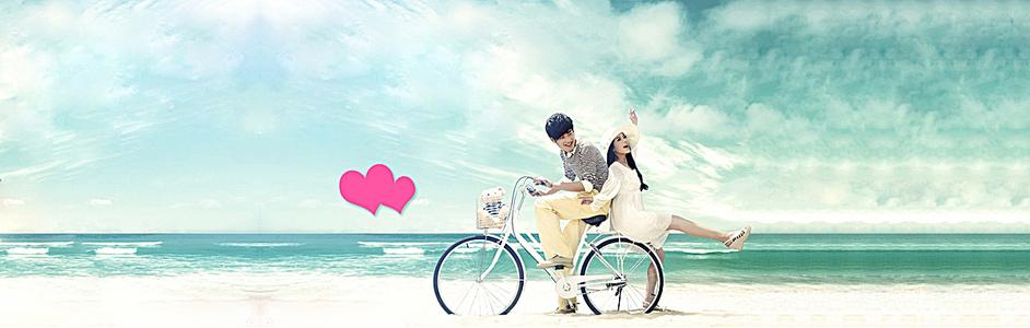 浪漫海边情侣骑单车
