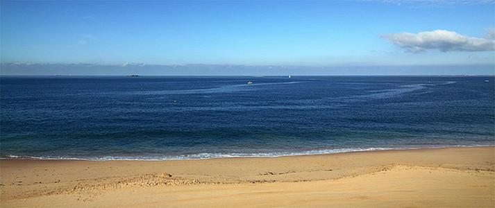 蓝色沙滩海报背景