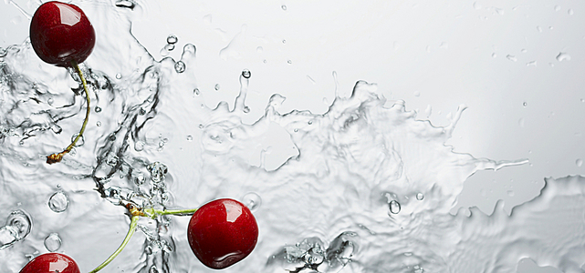 落入水里的樱桃