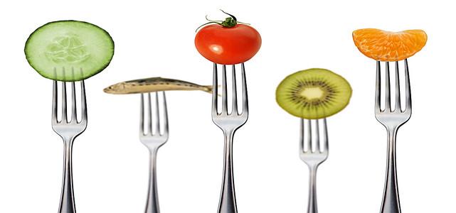 创意刀叉上的美食海报