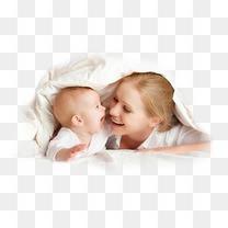 母婴妈妈躺着宝宝