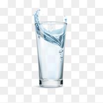 矢量玻璃杯中的蓝色水
